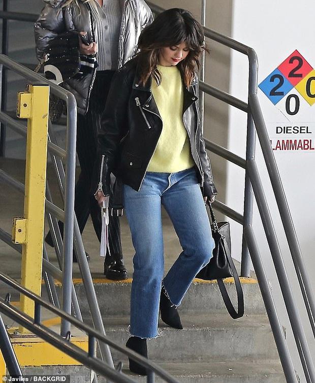 Selena Gomez và Justin Bieber lần lượt xuất hiện mà sao đối lập thế này: Bên xinh đẹp ngút ngàn, bên vừa dừ như ông chú - Ảnh 1.
