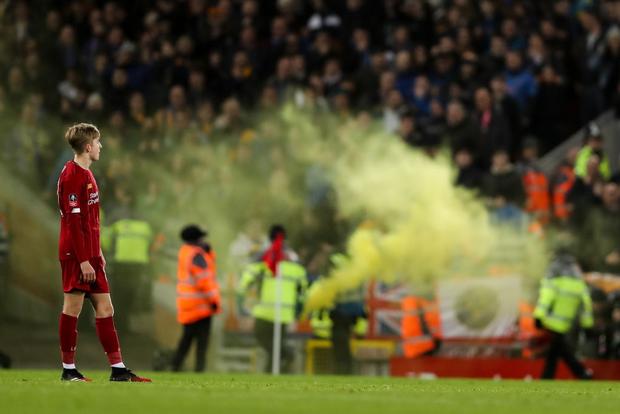 """Phát hiện thú vị: Ngoài đội hình ra sân trẻ nhất lịch sử, Liverpool đi tiếp ở cúp lâu đời nhất thế giới nhờ 2 bàn phản lưới nhà """"cực khó đỡ"""" đều từ các cựu thành viên MU - Ảnh 7."""