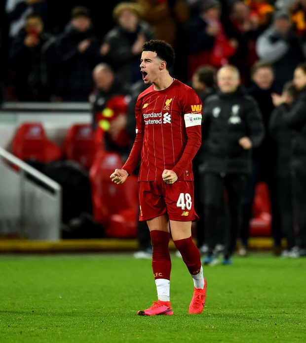 """Phát hiện thú vị: Ngoài đội hình ra sân trẻ nhất lịch sử, Liverpool đi tiếp ở cúp lâu đời nhất thế giới nhờ 2 bàn phản lưới nhà """"cực khó đỡ"""" đều từ các cựu thành viên MU - Ảnh 8."""