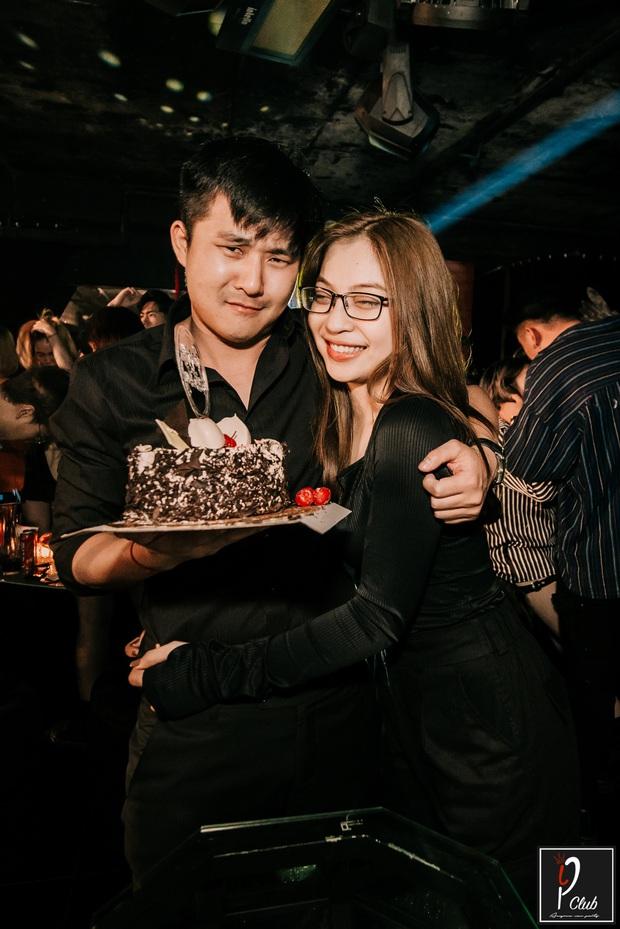 Nhật Lê ôm bạn trai mới đầy tình cảm, fan Quang Hải gắt gỏng: Giờ thì thôi khóc mướn cho mối tình năm 17 tuổi được rồi - Ảnh 6.