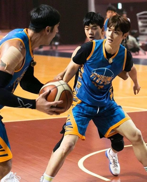 Đã đẹp trai còn chơi bóng rổ giỏi, thảo nào Cha Eunwoo (ASTRO) được phái nữ nô nức chọn làm bạn trai - Ảnh 3.