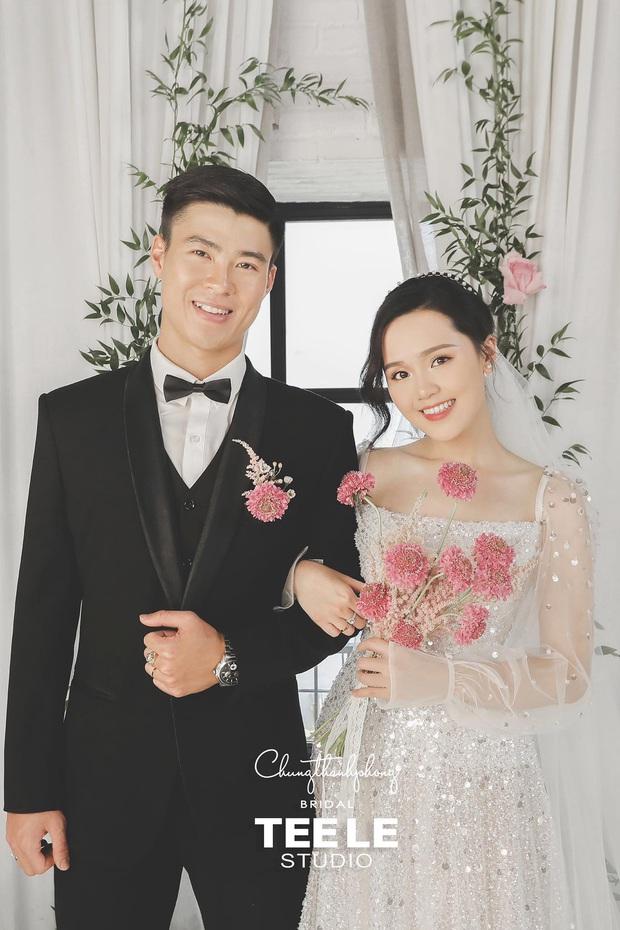 Ngắm trọn bộ ảnh cưới sang - xịn - mịn, đậm chất showbiz của cặp đôi Duy Mạnh - Quỳnh Anh, hé lộ luôn hình ảnh nhẫn cưới không như mọi người kì vọng - Ảnh 2.