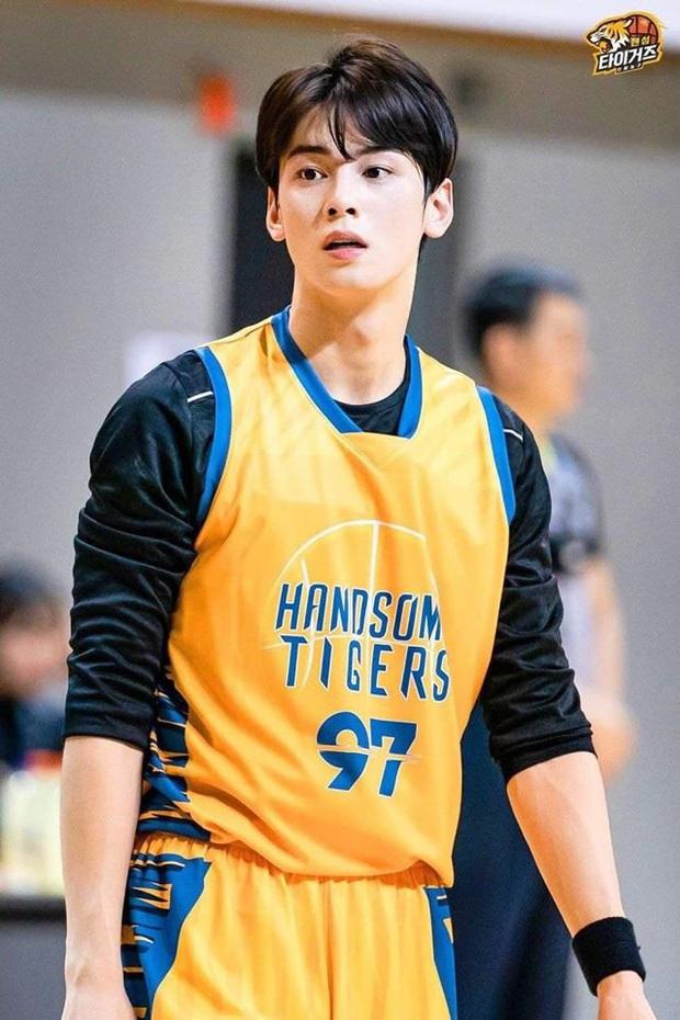 Đã đẹp trai còn chơi bóng rổ giỏi, thảo nào Cha Eunwoo (ASTRO) được phái nữ nô nức chọn làm bạn trai - Ảnh 5.