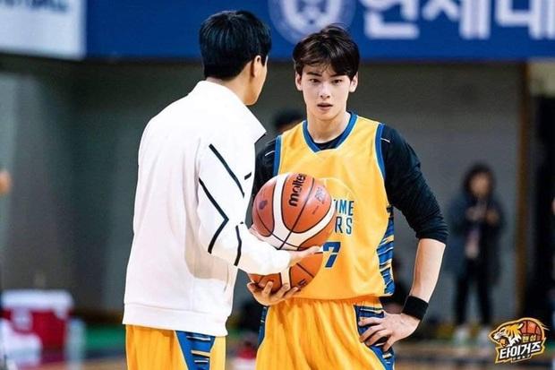 Đã đẹp trai còn chơi bóng rổ giỏi, thảo nào Cha Eunwoo (ASTRO) được phái nữ nô nức chọn làm bạn trai - Ảnh 7.