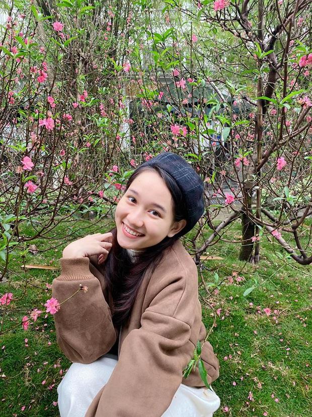 Ngẩn ngơ loạt khoảnh khắc đời thường của Trúc Anh: Đôi mắt trong trẻo, nụ cười hút hồn chuẩn nàng thơ phim Việt! - Ảnh 1.