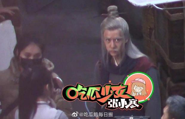 Loạt ảnh hậu trường không đeo khẩu trang của Triệu Lệ Dĩnh - Vương Nhất Bác ở bộ phim Hữu Phỉ - Ảnh 6.
