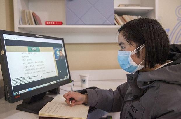 Giáo viên Trung Quốc nỗ lực dạy qua internet khi học sinh nghỉ học vì virus Corona - Ảnh 2.