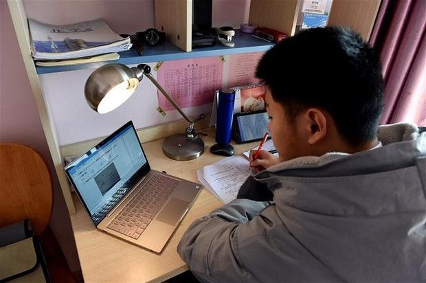 Giáo viên Trung Quốc nỗ lực dạy qua internet khi học sinh nghỉ học vì virus Corona - Ảnh 6.
