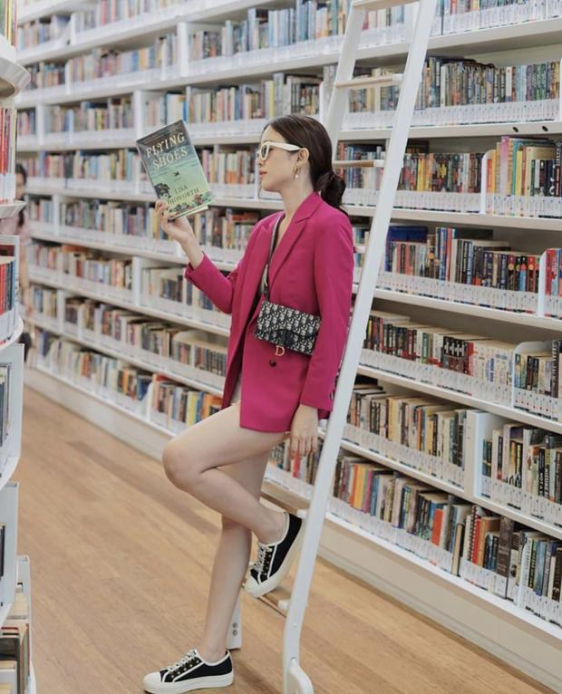 Quên những địa điểm check in đã quá quen thuộc đi, trend mới khi đến Singapore là phải sống ảo ở thư viện mới chuẩn nhé! - Ảnh 3.
