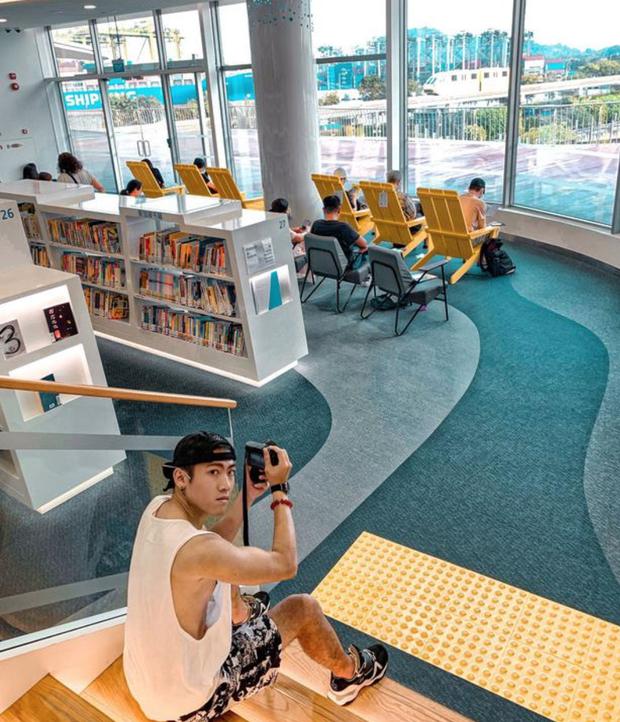 Quên những địa điểm check in đã quá quen thuộc đi, trend mới khi đến Singapore là phải sống ảo ở thư viện mới chuẩn nhé! - Ảnh 18.
