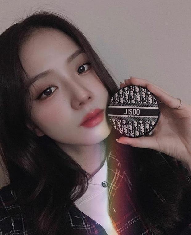 """Để tậu mỹ phẩm hi-end giống Jisoo không phí """"thóc"""", nàng nào cũng nên xem trước review từ các beauty blogger Hàn - Ảnh 2."""