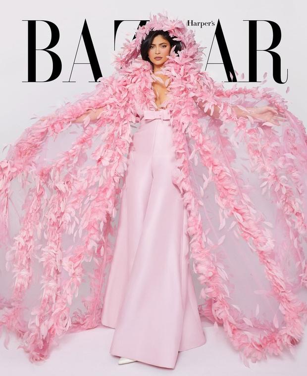 Mãn nhãn với bộ ảnh tạp chí quý tộc siêu lồng lộn của Kylie Jenner, nhưng cô con gái ngậm thìa vàng lại nổi bật hơn cả - Ảnh 5.