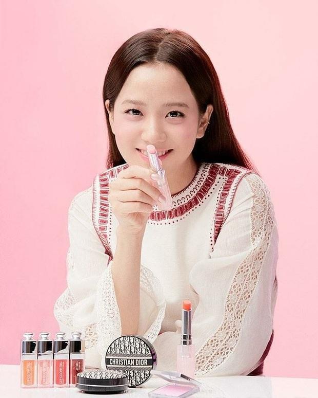 """Để tậu mỹ phẩm hi-end giống Jisoo không phí """"thóc"""", nàng nào cũng nên xem trước review từ các beauty blogger Hàn - Ảnh 1."""