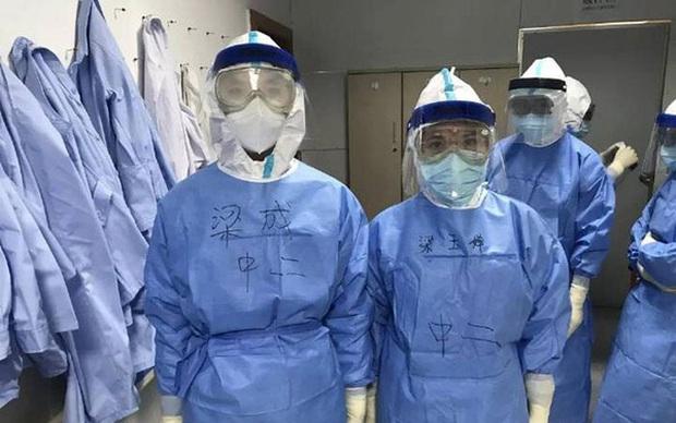 Nhìn loạt ảnh mặt biến dạng do đeo khẩu trang, phải cắt tóc, mặc bỉm cả ngày... của đội y tá, bác sĩ ở Vũ Hán để thấy ngành này khổ thế nào - Ảnh 6.