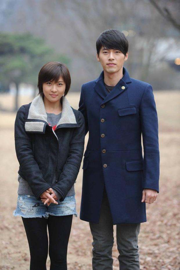 5 chi tiết ở tập 12 chứng tỏ Crash Landing On You là phim lấy cảm hứng từ Hyun Bin và Son Ye Jin - Ảnh 2.