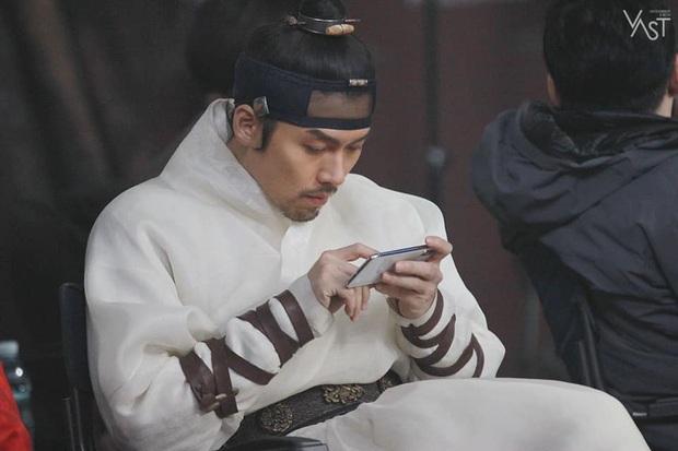 5 chi tiết ở tập 12 chứng tỏ Crash Landing On You là phim lấy cảm hứng từ Hyun Bin và Son Ye Jin - Ảnh 4.