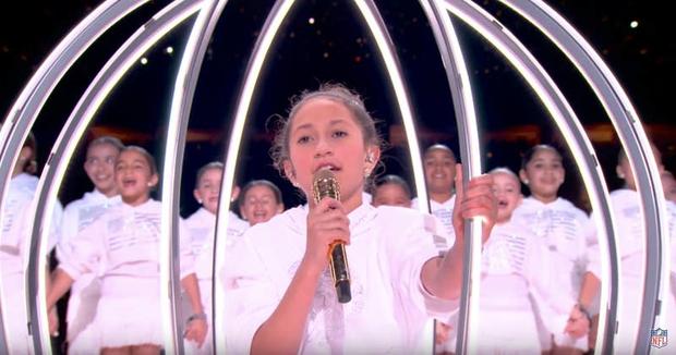 Cát-xê bằng 0, mất 6 tuần chuẩn bị, trang phục 2 triệu viên pha lê và còn nhiều sự thật hết hồn về sân khấu đỉnh cao của Shakira và Jennifer Lopez tại Super Bowl - Ảnh 8.