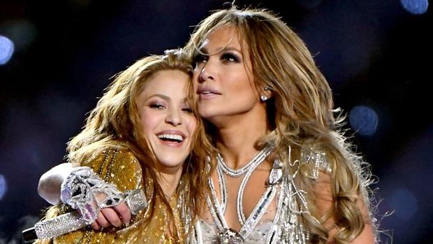 Cát-xê bằng 0, mất 6 tuần chuẩn bị, trang phục 2 triệu viên pha lê và còn nhiều sự thật hết hồn về sân khấu đỉnh cao của Shakira và Jennifer Lopez tại Super Bowl - Ảnh 2.
