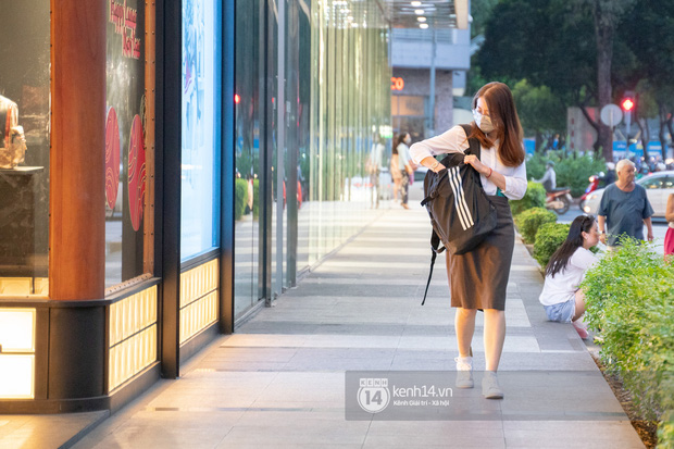Sài Gòn: Loạt trung tâm thương mại đình đám vắng hoe trong những ngày dịch virus Corona, đi tới đâu cũng thấy… khẩu trang hiện diện - Ảnh 2.