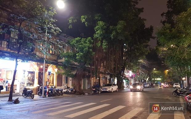 Trà chanh Nhà Thờ - tụ điểm vui chơi của giới trẻ Hà Nội mỗi buổi tối trở nên vắng tanh trong mùa dịch virus corona - Ảnh 7.