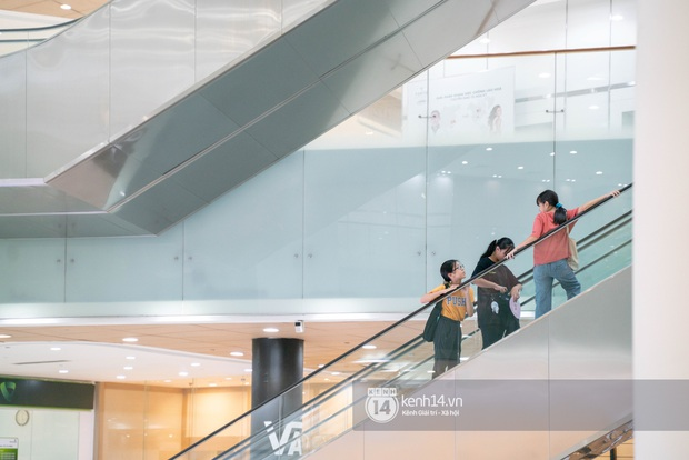 Sài Gòn: Loạt trung tâm thương mại đình đám vắng hoe trong những ngày dịch virus Corona, đi tới đâu cũng thấy… khẩu trang hiện diện - Ảnh 5.