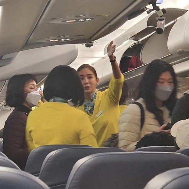 Nam thần iKON và mỹ nhân UEE gây bão vì tình cờ được bắt gặp làm tiếp viên hàng không, nhan sắc ngoài đời là tâm điểm - Ảnh 3.