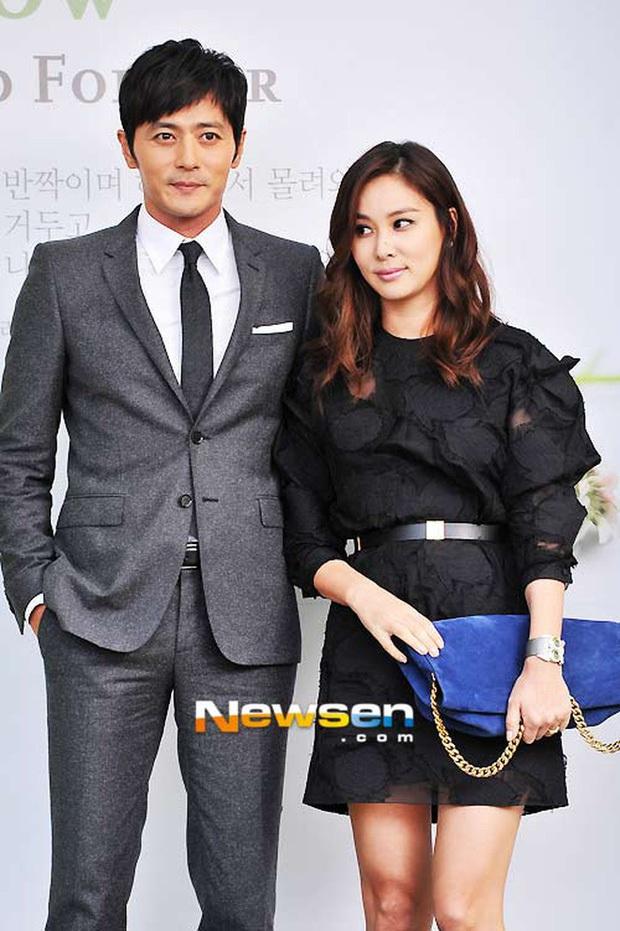 Go So Young lần đầu xuất hiện sau scandal săn gái chấn động của ông xã Jang Dong Gun, biểu cảm gây tranh cãi nảy lửa - Ảnh 4.