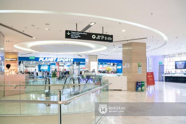 Sài Gòn: Loạt trung tâm thương mại đình đám vắng hoe trong những ngày dịch virus Corona, đi tới đâu cũng thấy… khẩu trang hiện diện - Ảnh 15.