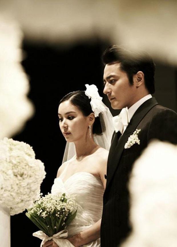 Go So Young lần đầu xuất hiện sau scandal săn gái chấn động của ông xã Jang Dong Gun, biểu cảm gây tranh cãi nảy lửa - Ảnh 3.