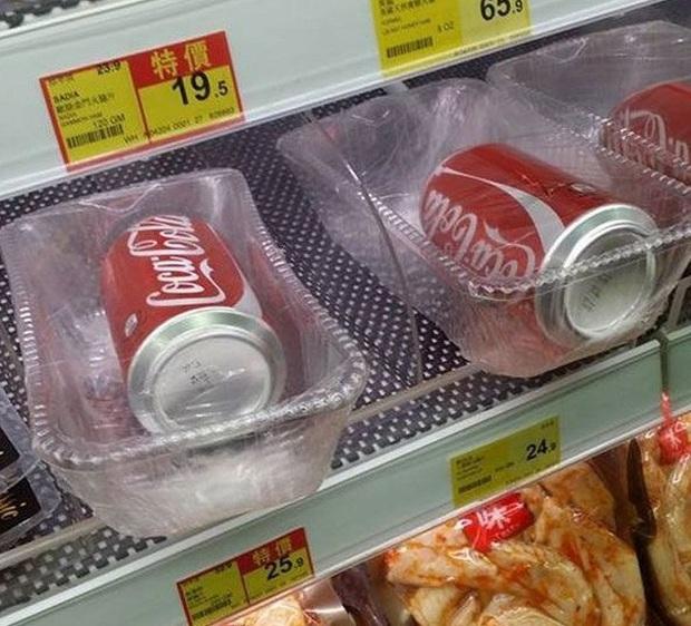 """Thế giới chưa đủ rác thải nhựa hay sao mà những siêu thị này cứ thích đóng gói đồ ăn theo kiểu """"tạo nghiệp"""" với môi trường? - Ảnh 15."""