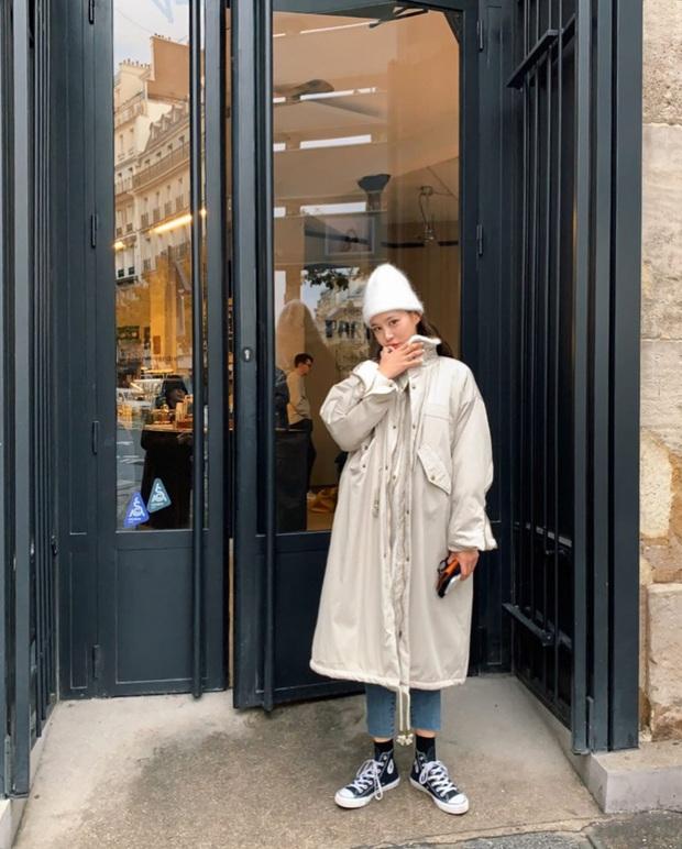 8 gợi ý lên đồ ăn tiền cho ngày mưa rét: Hay nhất là chiêu layering áo dạ - blazer chanh sả, áo da - quần jogger chất ngầu - Ảnh 4.