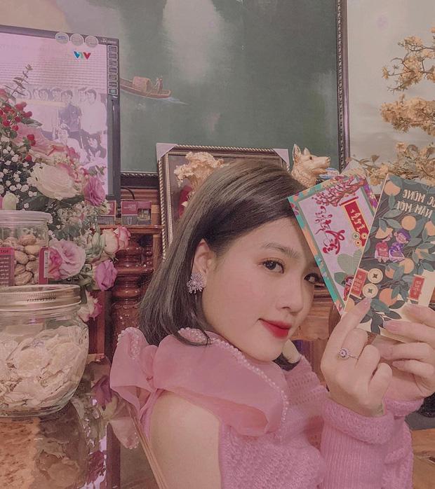 Là chủ tiệm nail nhưng bạn gái tin đồn của Quang Hải lại toàn sơn móng màu nude, thậm chí còn để nail mộc không sơn vẽ - Ảnh 1.