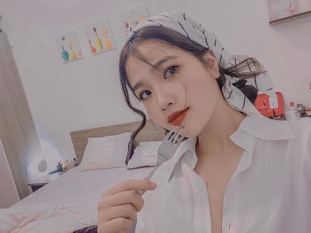 Là chủ tiệm nail nhưng bạn gái tin đồn của Quang Hải lại toàn sơn móng màu nude, thậm chí còn để nail mộc không sơn vẽ - Ảnh 3.