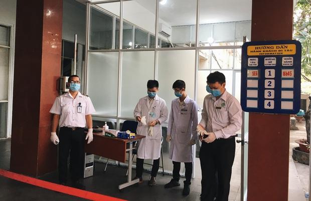 Khách đến TP. HCM bằng đường sắt đều được kiểm tra thân nhiệt để phòng dịch virus corona - Ảnh 1.