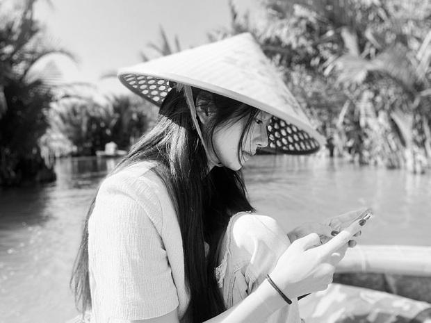 Lần đầu sao Hàn đến Việt Nam du lịch mà chụp bộ hình đẹp đến vậy: Mỹ nhân Hwarang đội nón lá đúng là xinh mê người! - Ảnh 1.