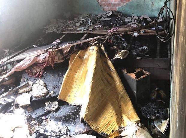 Đà Nẵng: Cha hút thuốc gây cháy nhà khiến con trai bị mắc kẹt trên tầng 2  - Ảnh 2.