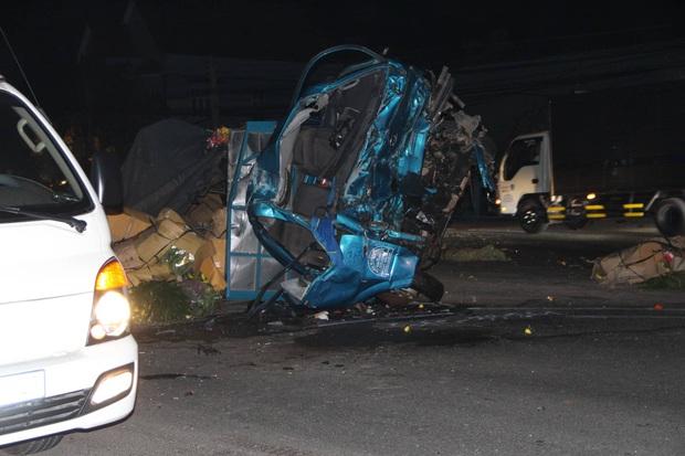 Xe khách giường nằm tông thẳng vào xe tải rồi lao vào nhà dân, ít nhất 6 người thương vong - Ảnh 3.