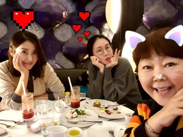 Choi Ji Woo cuối cùng đã lộ diện sau 7 tháng mang thai cùng chồng kém 9 tuổi, nhan sắc mẹ 1 con đúng là không vừa - Ảnh 1.