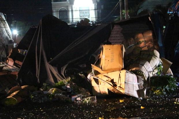 Xe khách giường nằm tông thẳng vào xe tải rồi lao vào nhà dân, ít nhất 6 người thương vong - Ảnh 5.