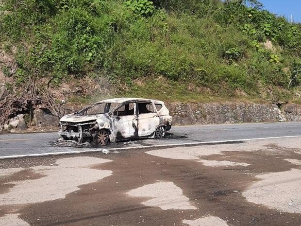 Nóng: Ô tô bốc cháy ngùn ngụt sau tiếng nổ lớn, 2 người chết thảm - Ảnh 4.