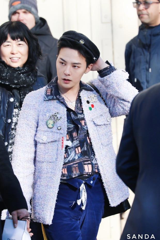 Diện áo nữ đấy nhưng G-Dragon lại hạ đo ván Tống Thiến, đẳng cấp ông hoàng thời trang Kbiz là đây chứ đâu - Ảnh 2.