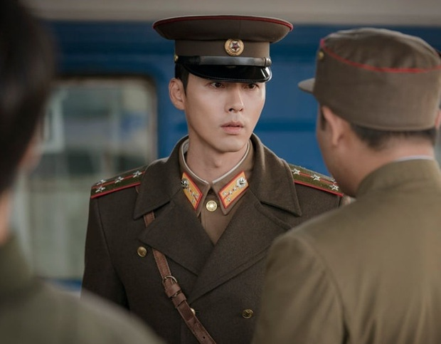 Chẳng cần soi đâu xa, Hyun Bin lộ tính cách thật ngay ở hậu trường Crash Landing on You: Đặc biệt là với Son Ye Jin! - Ảnh 11.