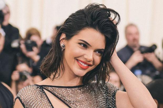 Kendall Jenner tập chơi TikTok, 2 tiếng hút ngay 500.000 follow nhưng chưa ấm chỗ đã bị ép xóa tài khoản? - Ảnh 1.