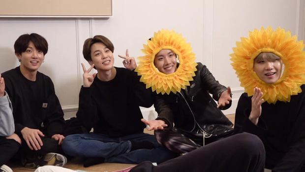 Cuối cùng fan cũng biết được lý do vì sao 3 mỹ nam BTS lại hóa thành... hoa hướng dương tại sân bay! - Ảnh 5.