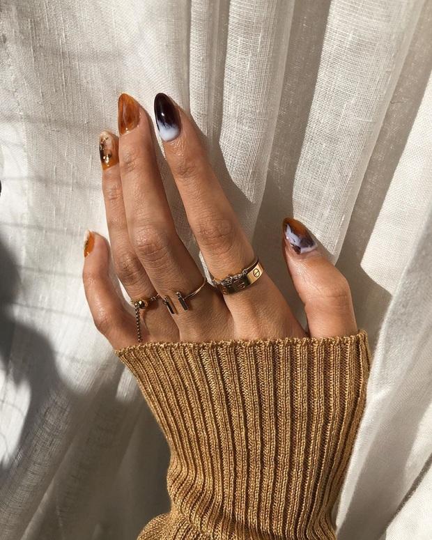 Lời khuyên từ chuyên gia thời trang: Chưa cần sắm hàng hiệu đắt đỏ, 4 item này vẫn giúp điểm sang chảnh của bạn tăng vù vù - Ảnh 9.