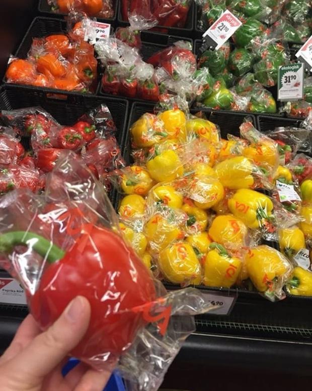 """Thế giới chưa đủ rác thải nhựa hay sao mà những siêu thị này cứ thích đóng gói đồ ăn theo kiểu """"tạo nghiệp"""" với môi trường? - Ảnh 3."""