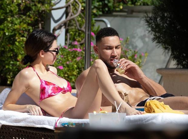 Vừa tái hợp với sao bóng rổ, Kendall Jenner dính nghi án nâng ngực: Tung luôn loạt ảnh nude hở bạo vòng 1 cho fan tìm kiếm câu trả lời - Ảnh 4.