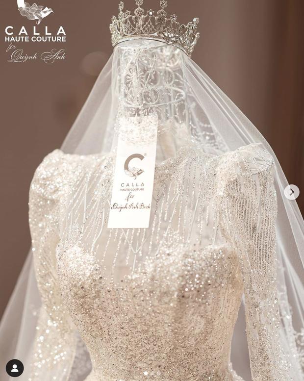 Quỳnh Anh hé lộ chiếc váy cưới đẹp nhất đời, khiến Duy Mạnh mê mẩn ngắm nhìn - Ảnh 1.