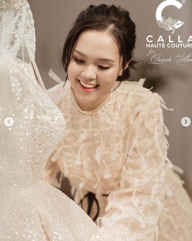 Quỳnh Anh hé lộ chiếc váy cưới đẹp nhất đời, khiến Duy Mạnh mê mẩn ngắm nhìn - Ảnh 2.
