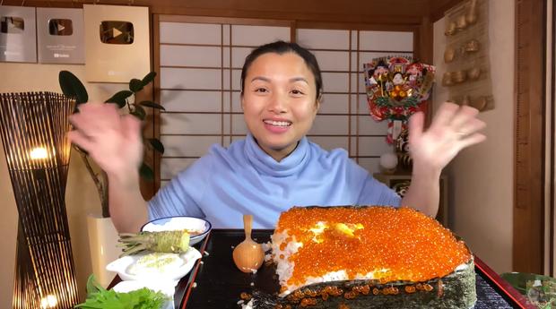 Quỳnh Trần JP chơi lớn làm hẳn sushi hình cờ đỏ sao vàng siêu to khổng lồ cỡ 4, 5 người ăn mới xuể - Ảnh 20.
